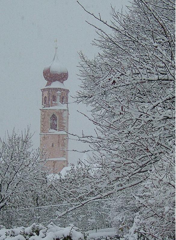 Pfarrkirche Tschars im Winter