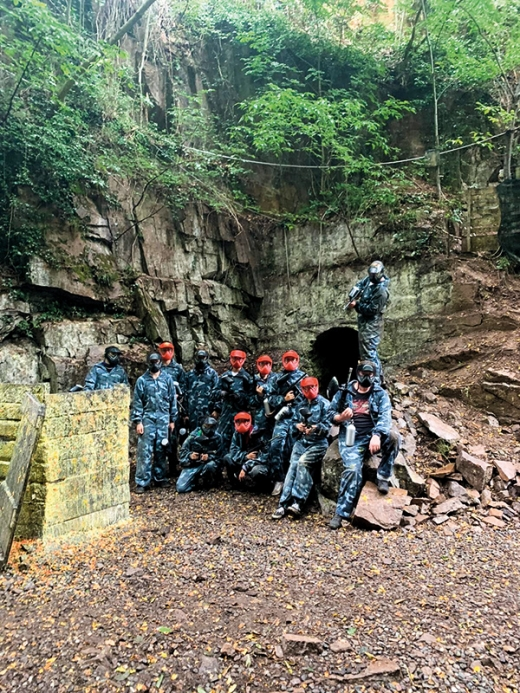 Jugend: Paintball im Bunker in Missian